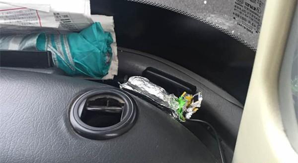 为回避监控行驶道路和车速,一省际客运车用锡箔包裹GPS。 @新民网 图