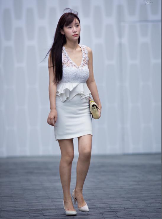 九月的欧美依然那么的火辣,吊带+女孩+超短裤下载美女丝袜图片