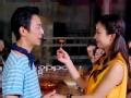 《搜狐视频综艺饭片花》何炅赵丽颖再刷粉红新高度 吃枣表白堪比闹洞房