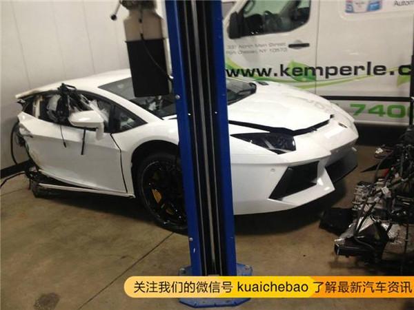 多万元兰博基尼跑车被撞断成两截 这车安全吗高清图片