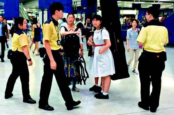 9月中旬,一位香港女生照顾乐器搭车被拒