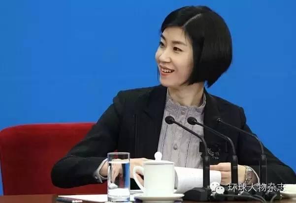 张璐出生于1977年,外交学院国际法系毕业。她是重要对外场合的首席翻译之一。