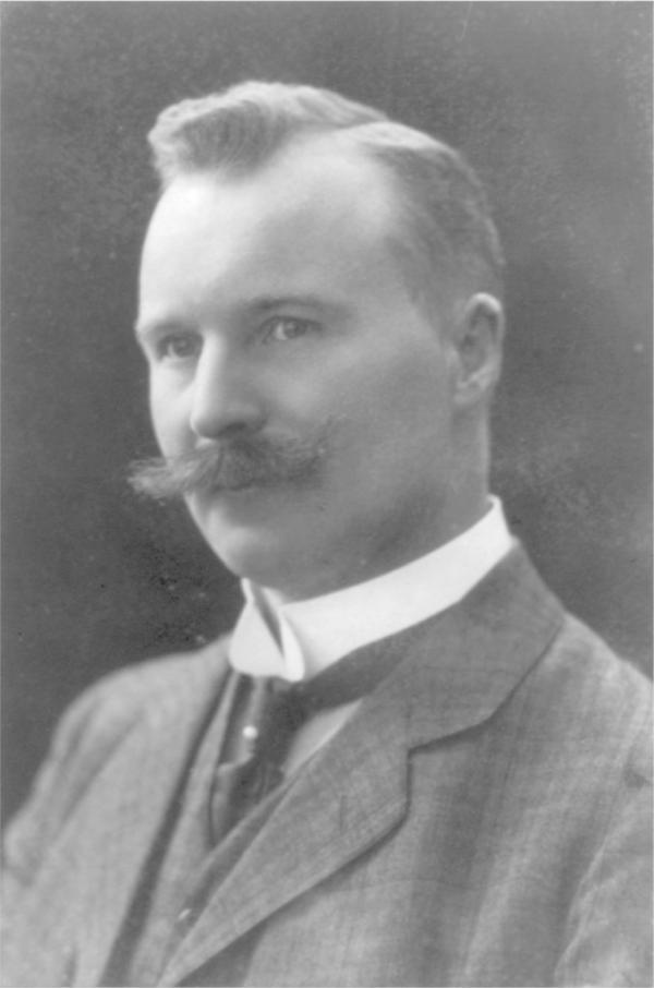 尼尔斯・达伦 1912年,万众瞩目的诺贝尔物理学奖花落名不见经传的瑞典工程师尼尔斯・达伦(Nils Dalén),这让让科学界一片哗然。达伦发现了一个利用不同颜色金属片在光照下受热膨胀不均的特性来调控海上无人值守乙炔灯塔开关的装置,虽然这项发明给瑞典的航运事业带来了便利也给发明家本人带来了财富,但这样的成果对于同时代获得诺奖的工程技术来说实在微不足道。