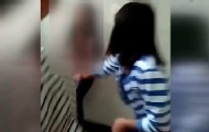 女生厕所内遭同学扒衣殴打