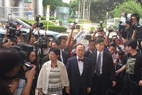 香港前特首曾荫权以10万港币保释 称问心无愧