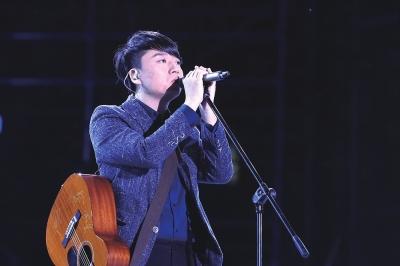 张磊演唱《游览》。主理方供图