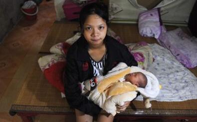 16岁少女产下女婴 同龄男友蒸发 孩子随便处理图片