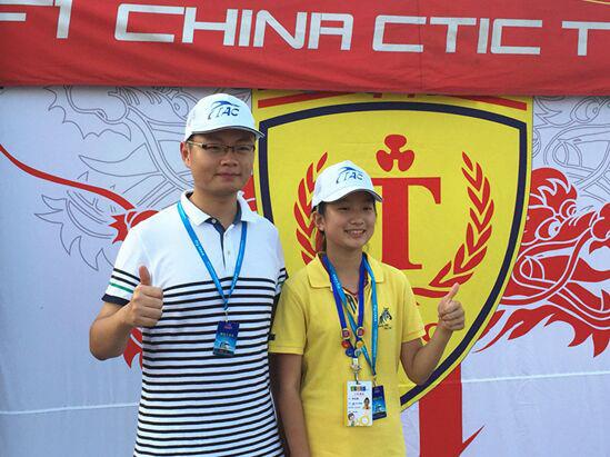 F1H2O新闻中心志愿者李泓燕(右)和中国天荣队志愿者李鸿飞(左):我们是最棒的!
