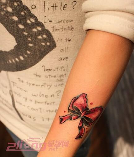适合女生的可爱蝴蝶结纹身图案