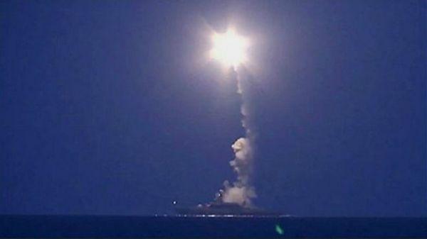 俄罗斯国防部长绍伊古说,4艘兵舰共发射了26枚巡航导弹击中并捣毁了11个目的,袭击没无形成布衣伤亡。