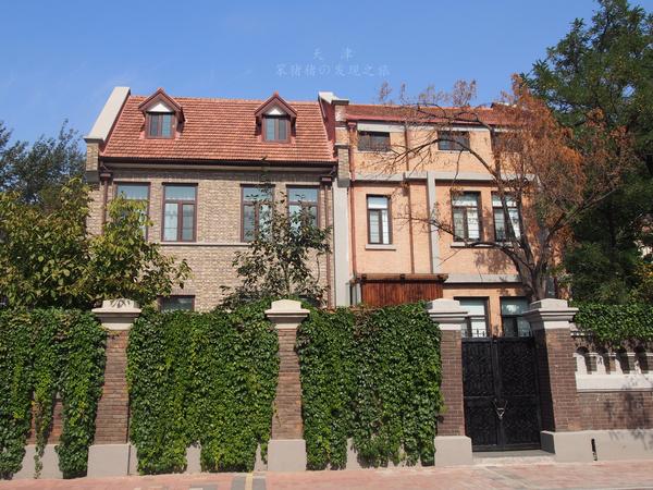 风格的花园式房屋图片