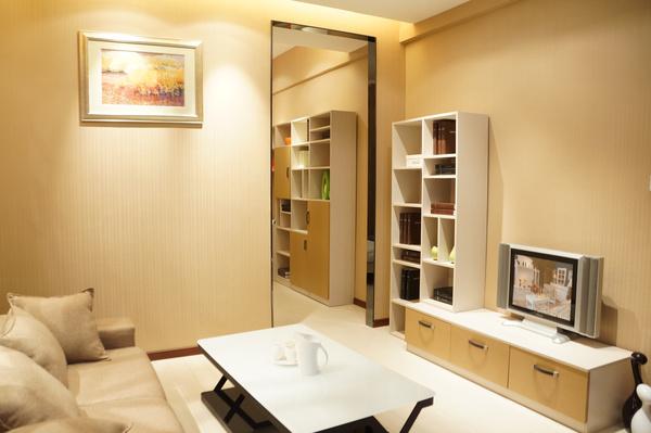 增加书桌学习区,同时在衣柜内部结构上也要多加考虑,能够根据其年