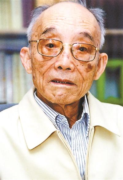 """10月9日凌晨6时,又一个风云人物病逝,他就是原中央农村政策研究室和国务院农村发展研究中心主任杜润生先生,享年102岁。杜润生与""""要吃米找万里""""的万里并称为""""农村改革的先行者""""。有农村研究者闻听消息后感叹:""""不到半年,中国农村改革的两位先行者万里和杜润生先后去世,这预示着一个时代的落幕。"""""""