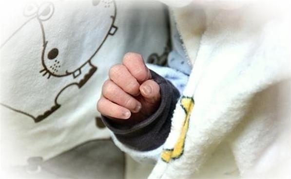 孩子出生手握避孕环