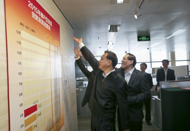 """今年4月17日,李克强总理在考察国家开发银行时两次要求任务""""加码""""。在重点支持棚户区改造的住房金融事业部,总理说,棚改要进一步加强地下管网等""""大配套""""建设。他还提出,黑龙江、吉林各有约20万户居民住在沉陷区,要加强对沉陷区改造的金融支持。""""不能让群众睡在火山口上。""""2015年9月9日大连 夏季达沃斯论坛"""