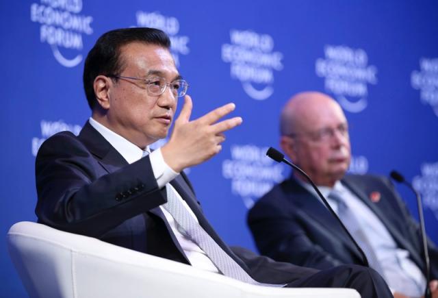 """在今年9月的夏季达沃斯论坛上,李克强总理在回答南非企业家问题时再次明确,中国将""""继续大规模地推进棚户区改造""""。他说:""""中国还有1亿人口居住在棚户区,我们必须给他们一个符合现代标准的居住条件。"""""""