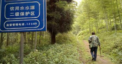 孔令书守护的这片森林是古蔺县饮用水源保护区。
