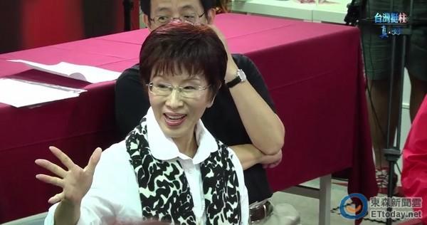 """洪秀柱11日晚间举办""""国民广场:我们的心声"""",邀请支持120名支持她理念的朋友,到竞选总部一同开讲"""