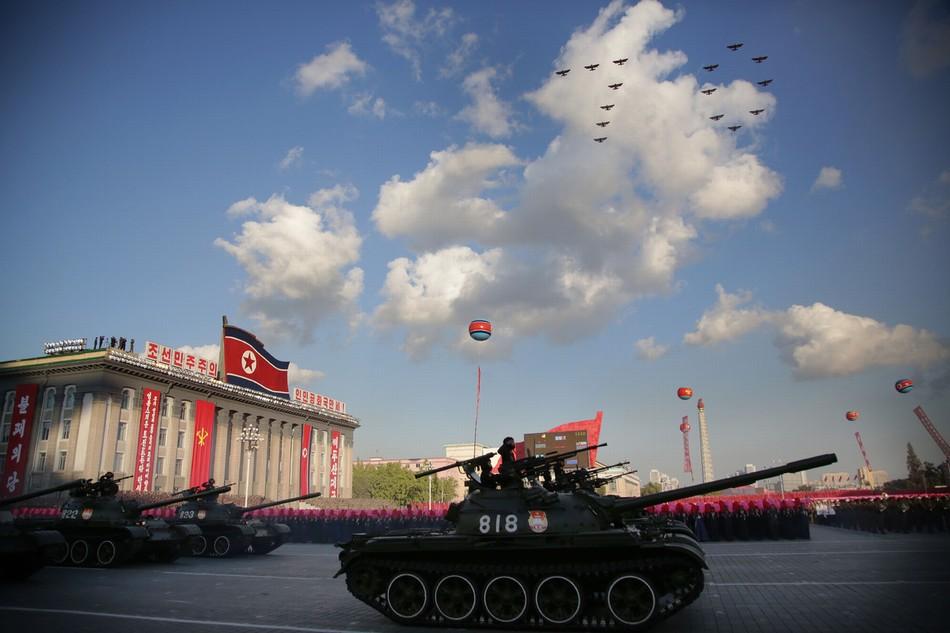 10月10日,在朝鲜首都平壤,朝鲜政府举行盛大的阅兵活动,庆祝朝鲜劳动