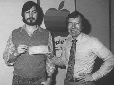他是苹果的早期投资人,曾对该公司给予了