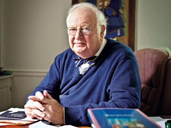 安格斯・迪顿1945年10月19日出身在苏格兰爱丁堡,是一名宏观经济学家。