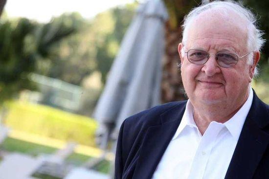 2015年诺贝尔经济学奖于北京时间10月12日19时揭晓。该奖项被授予美国普林斯顿大学教授安格斯・迪顿(Angus・Deaton),表彰他在消费、贫穷与福利方面的研究贡献。