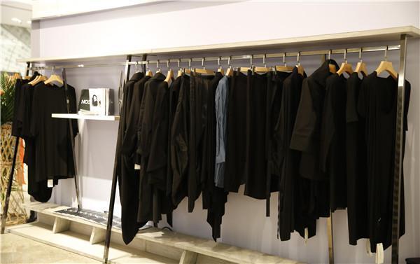 建筑师转行服装设计,空间改变的人体建筑