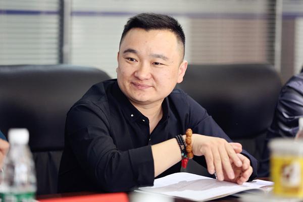 天一集团董事长_国岳集团董事长图片