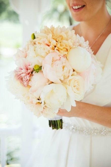 新郎新娘穿520米婚纱_广西一新娘身着520米长婚纱出嫁 高清组图