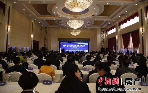 """10月10日-12日,""""第八屆中國人居環境高峰論壇""""在遼寧省盤錦市大窪縣舉行。"""