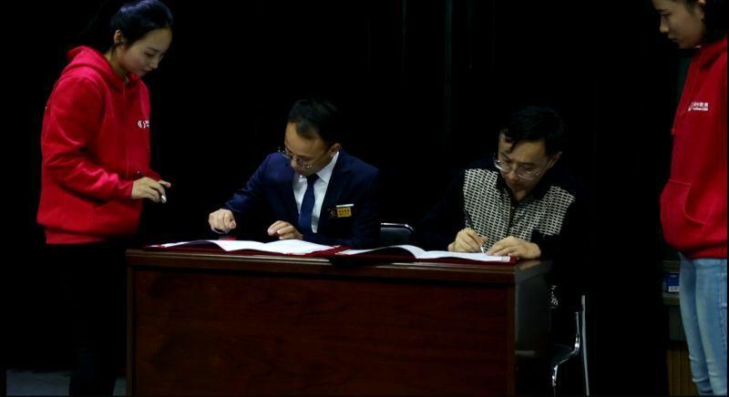 """潭州首次与湖大签订校企合作协议,院方领导授予潭州""""实习基地""""荣誉"""