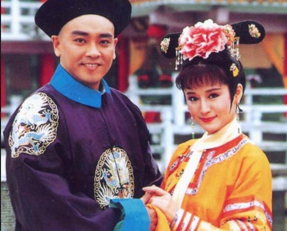 """18年前潘迎紫曾饰演""""大玉儿""""(右) 图片图片"""