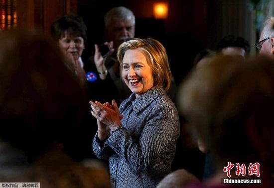 美民主党大选参选人首场电视辩论 希拉里表现亮眼