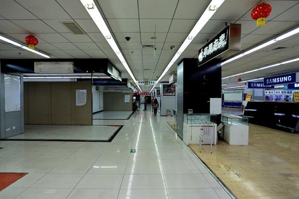 10月13日,鼎好二期,大量商户已经撤柜。东方IC 图