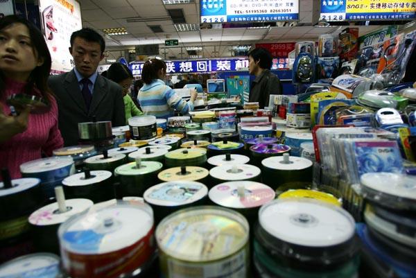 2004年12月12日, 北京中关村电脑市场。 东方IC 图