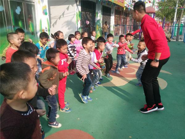 连云港七巧板幼儿园情商游戏课:蜗牛赛跑