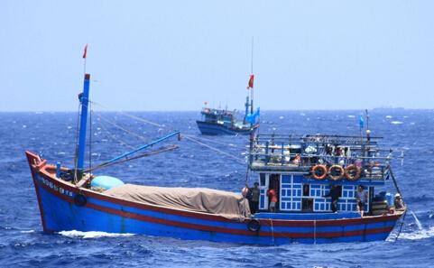 根廷击沉中国渔船_该船长称,使用大网作业的90370号渔船8日出海,14日2时左右,突然出现\