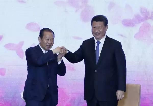 习近平与自民党总务会长二阶俊博交流并接受亲笔信