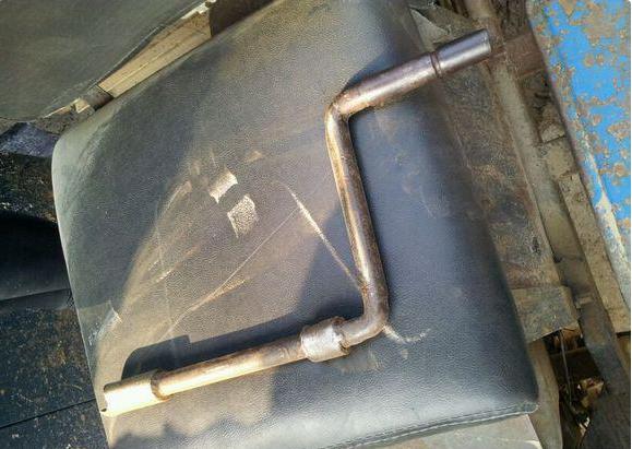 它竟是拖拉机的钥匙鼻祖!豪车没电也得用它