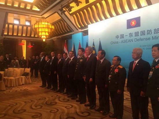 图为常万全香山论坛前抢先会晤东盟外长。