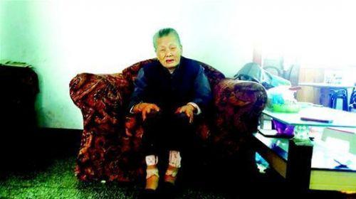 104岁老寿星长黑发换新牙