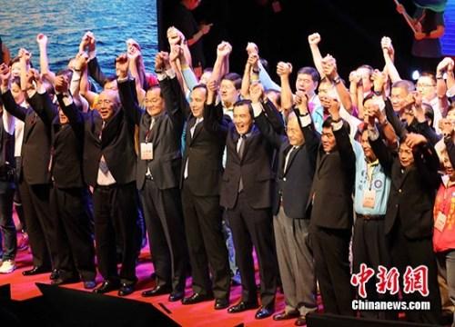10月17日,百姓党举行第19次全代会暂时集会,表决废除洪秀柱提名,征召朱立伦参选。 中新社记者 任海霞 摄