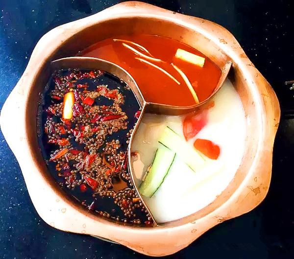 灶二火锅在武汉最重庆!