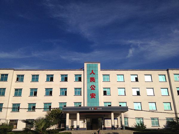 淅川县上集镇一位村支书被指将春秋改小10岁,图为时上集镇派出所。