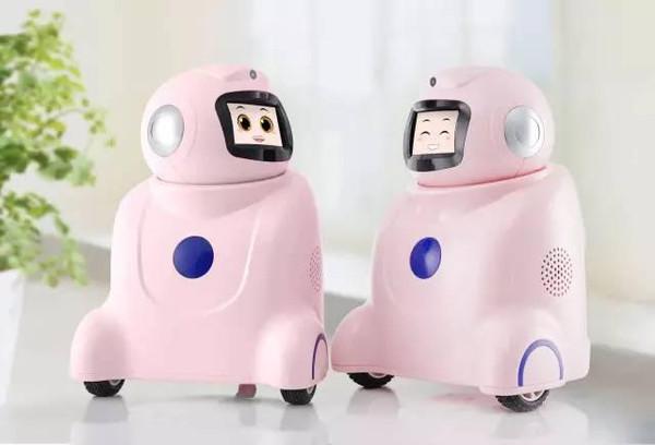 """研发的智能陪护机器人——""""大头小凡"""",实际上就抓住了孩子、老人"""