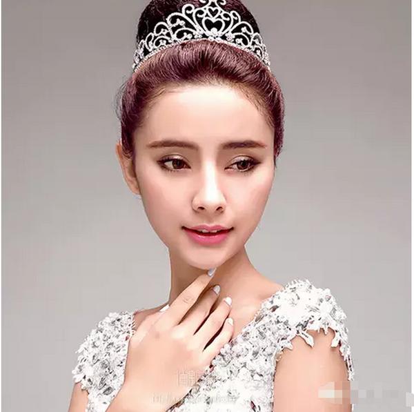 结婚,还是女神全智贤的新娘造型,都离不开皇冠新娘发型~看来女神们都