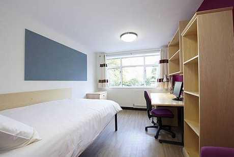 学校会将学生划分开来,所以研究生通常不会跟大学生住在同一栋宿舍中图片