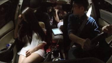 冯博车 美女/经过一轮疯狂的嗨歌之后,三位美女终于精疲力竭,纷纷在车内...