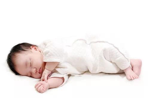 宝宝睡觉窒息身亡,哪种睡姿最正确