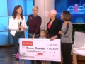 《艾伦秀第13季片花》S13E31 患癌症母亲与病魔斗争 女儿为妈妈献唱